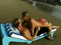 Beach anal with a comme ci
