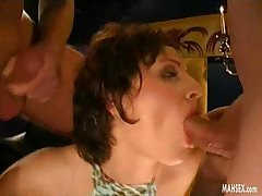 Brunette babe gives double blowjob nigh cumshot